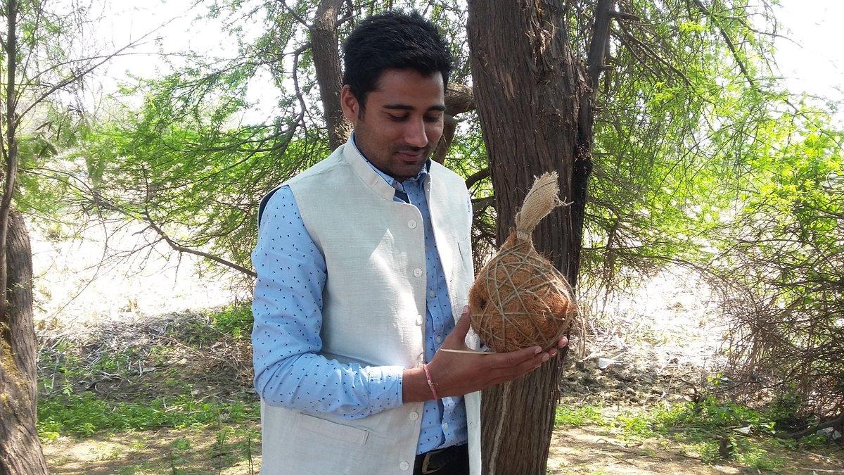 Vikrant Tongad- पक्षियों को नया आवास दे रहे विक्रांत तोंगड़