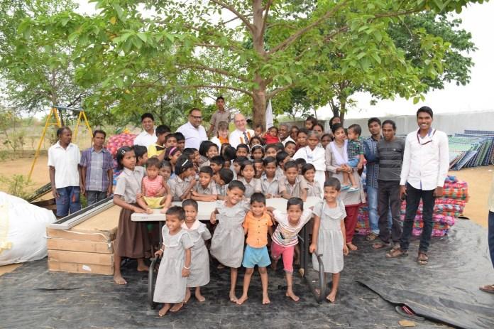 Jasoda Anath Ashram – 100 से ज्यादा अनाथ बच्चों को पाल रहा ये दंपत्ती