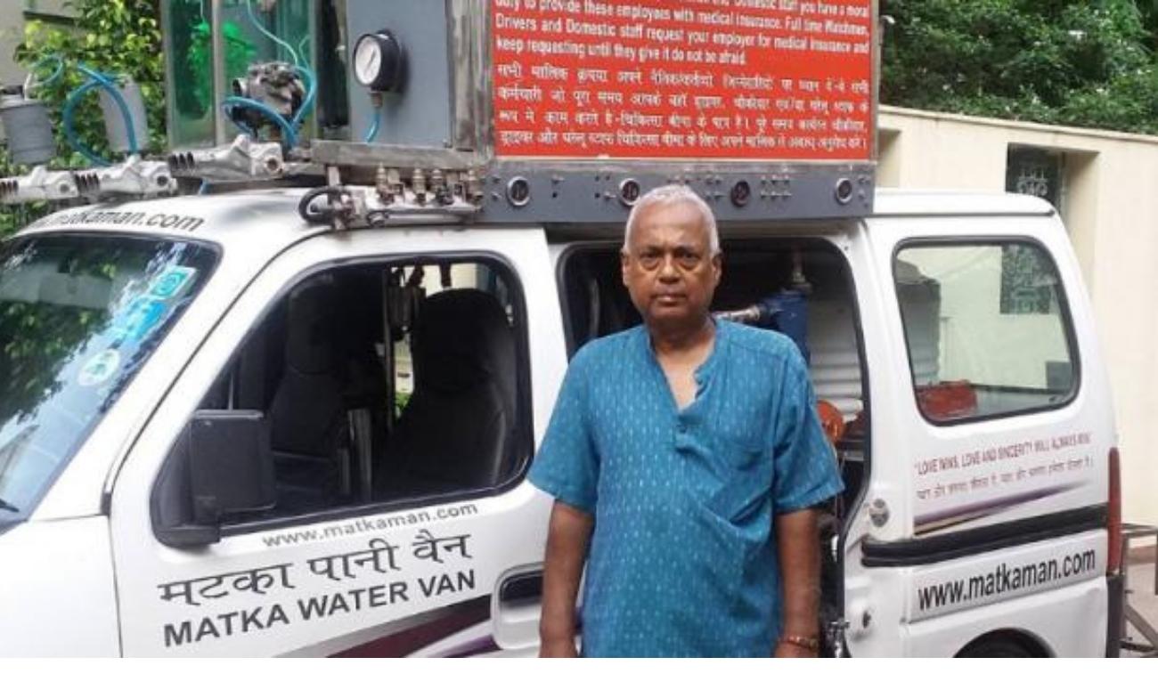 Matka Man-चिलचिलाती गर्मी में जरूरतमंदो की प्यास बुझा रहे हैं मटका मैन