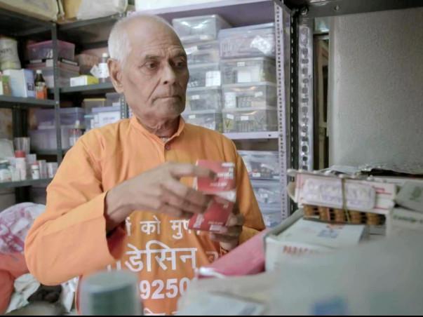 Medicine Baba – जो भीख में पैसे नहीं, मांगते हैं दवाईयां