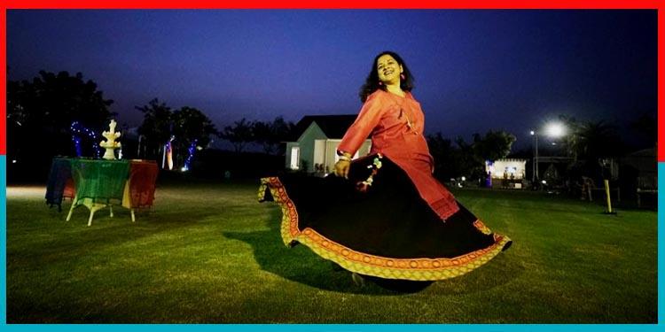एक नायाब कलाकार जो जिंदगी के पर मुहाने रंगों से भर रही है