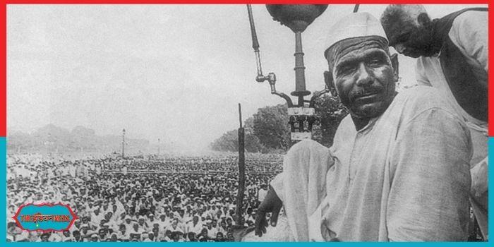 अपने हुक्के के धुएं से राजनीति की गद्दी हिलाने वाले महेंद्र सिंह टिकैत